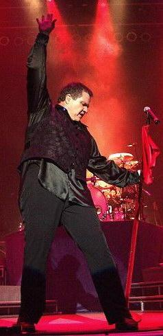 Meat_Loaf_in_performance_(New_York,_2004)
